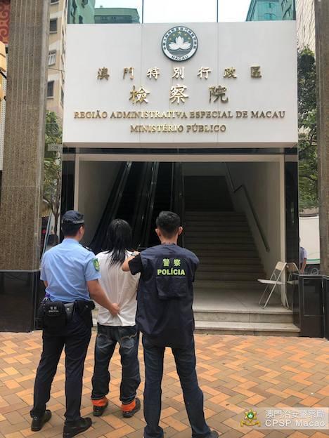 女性ショップ店員に下半身を露出したとして逮捕、送検された中国本土出身の男(写真:マカオ治安警察局)
