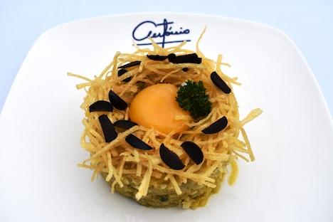 レストラン「アントニオ」クッキング教室の課題メニューのひとつとなる「バカリャウ・ア・ブラス」写真:Taipa Village Destination Limited)