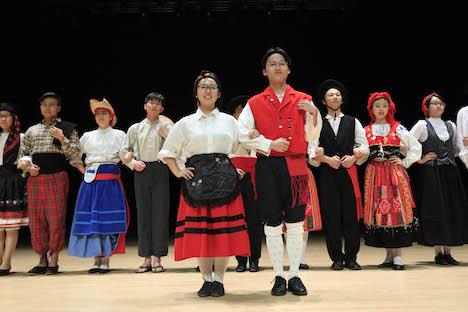 マカオ大学ポルトガル語夏期講座の課外アクティビティ「ポルトガルフォークダンス」のイメージ(写真:University of Macau)