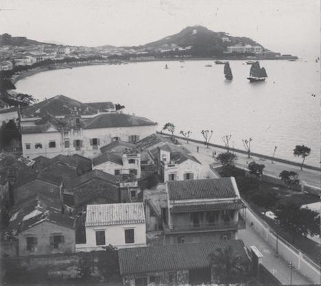 「マカオ:100年撮影」写真展出展作品:「南灣全景,1925年」(図版:澳門基金會)