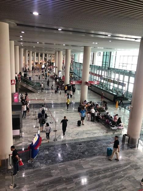 マカオ国際空港旅客ターミナルビル出発階(写真:CAM)