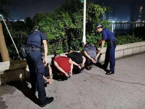 マカオ税関が身柄を拘束した3人の不法入境者=2019年9月9日(写真:澳門海關)