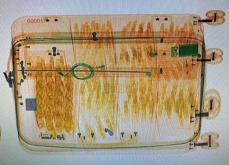 X線検査機のモニタに映し出された画像(写真:澳門海關)