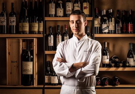 料理教室の講師を務めるシェフのロドルフォ・セッリテリさん(写真:Studio City Macau)