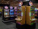 LT GAME JAPANが出展したスロットマシン「RGX-1000」シリーズ=2019年11月12日、MGSエンターテイメントショー2019会場にて本紙撮影