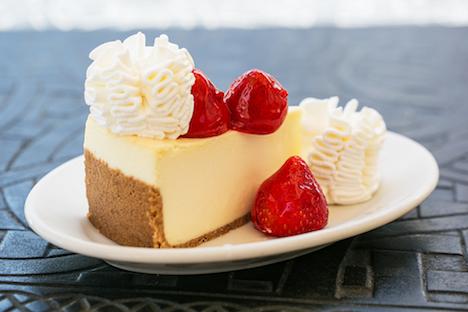 クラシックな「フレッシュ・ストロベリー・チーズケーキ」(写真:The Cheesecake Factory)