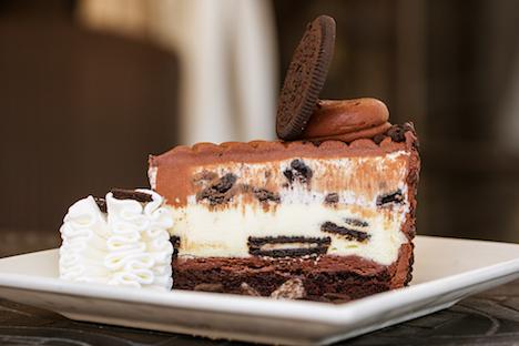 オレオとコラボした「オレオ・ドリーム・エクストリーム・チーズケーキ」(写真:The Cheesecake Factory)