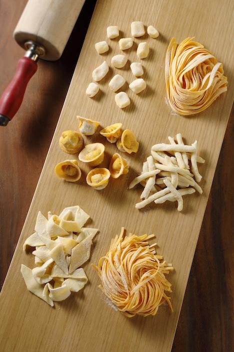 料理教室ではパスタを一から手作りするところから教わる(写真:Studio City Macau)